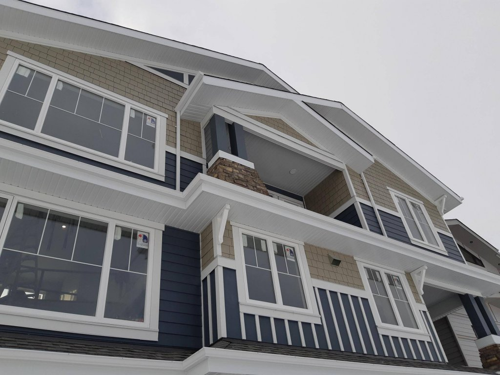Siding Contractor Edmonton, Full House